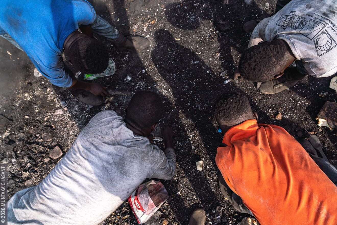 'Burner boys' handpicking pieces of copper wires in the soil at Agbogbloshie, Ghana. © 2020 Muntaka Chasant