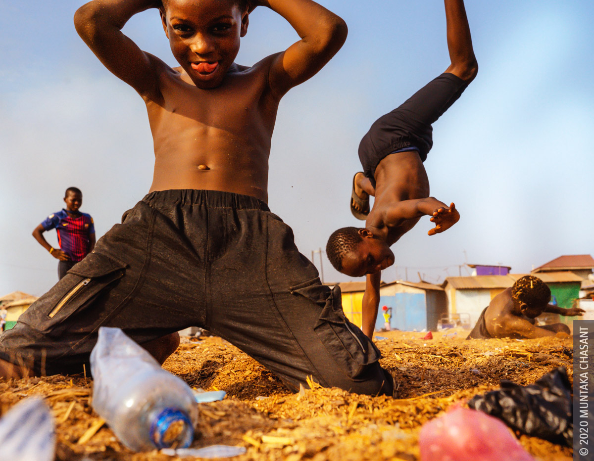 Agbogbloshie slum children showcasing their skills in sawdust at Agbogbloshie, Ghana. © 2020 Muntaka Chasant