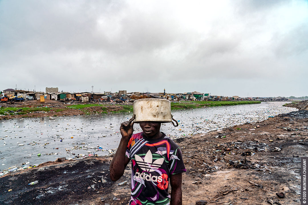 Photo of a man in a polluted environment. Accra, Ghana. © 2020 Muntaka Chasant
