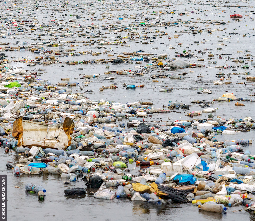 Plastic waste in Ghana: Plastic waste in the Korle Lagoon after a downpour in Accra. © 2020 Muntaka Chasant