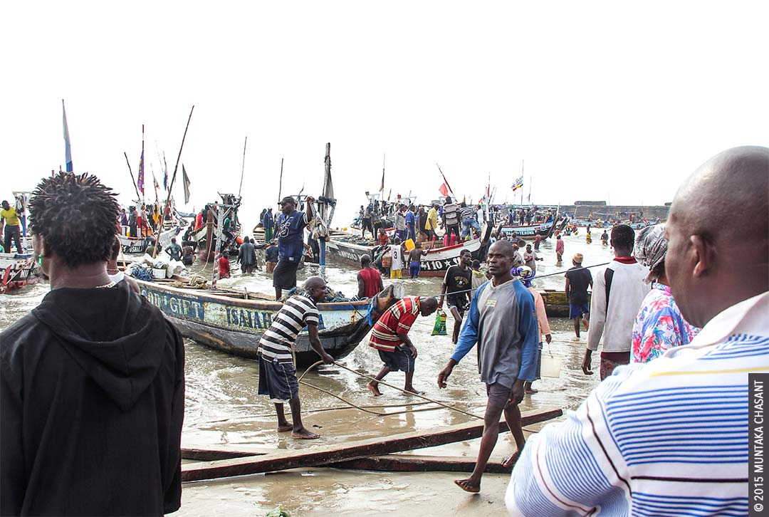 Fishing canoes arrive at the Jamestown fish landing site in Accra, Ghana. Copyright © 2015 Muntaka Chasant