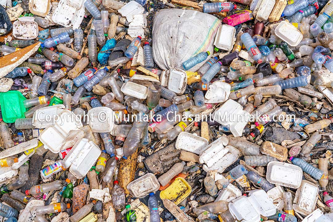 Plastic pollution and waste in Ghana. Copyright © 2020 Muntaka Chasant