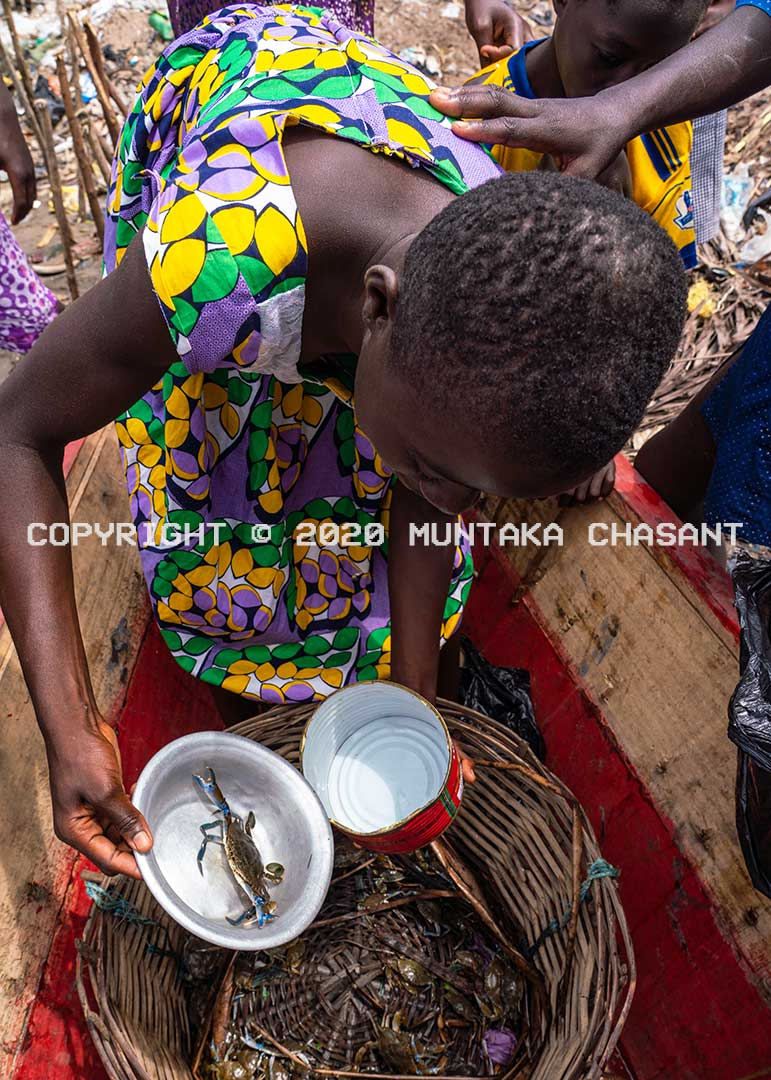 Young Fante woman sells blue crabs. Hinii Fishing Village, Southern Ghana. Copyright © 2020 Muntaka Chasant