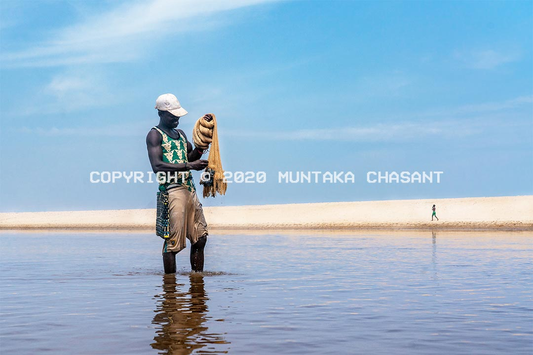 Fisheries and climate change: A poor fisherman is getting ready to cast his net over the Amisa Lagoon in Ghana after fishing for many hours without a single catch. Ocean warming is altering marine fish productivity and distribution. This has increased the incidence of poverty among small-scale fishers in Ghana. Copyright © 2020 Muntaka Chasant