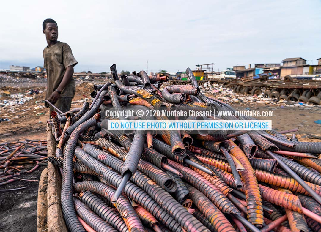 Recycling coaxial cable. Agbogbloshie, Accra, Ghana. Copyright © 2020 Muntaka Chasant