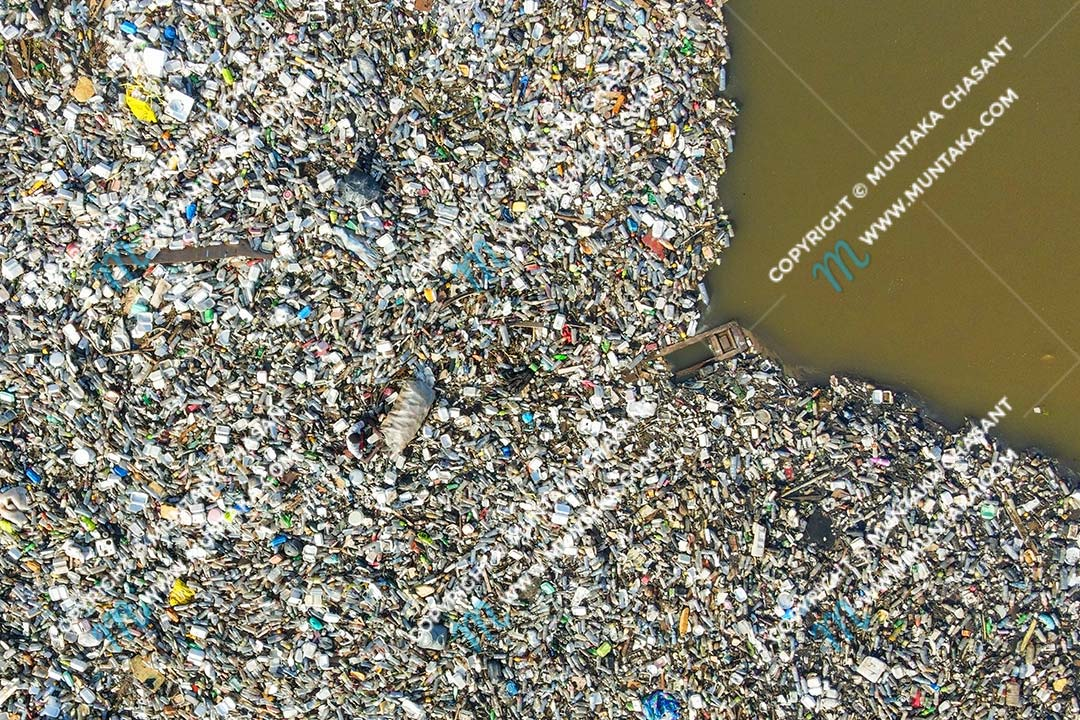 DJI Mavic Air 2 photo sample: Photo of an urban poor man collecting recyclable plastics in the heavily polluted Korle Lagoon in Accra, Ghana. The Korle Lagoon is recognized as one of the most polluted water bodies on earth. Mavic air 2 sample photo. Copyright © 2020 Muntaka Chasant