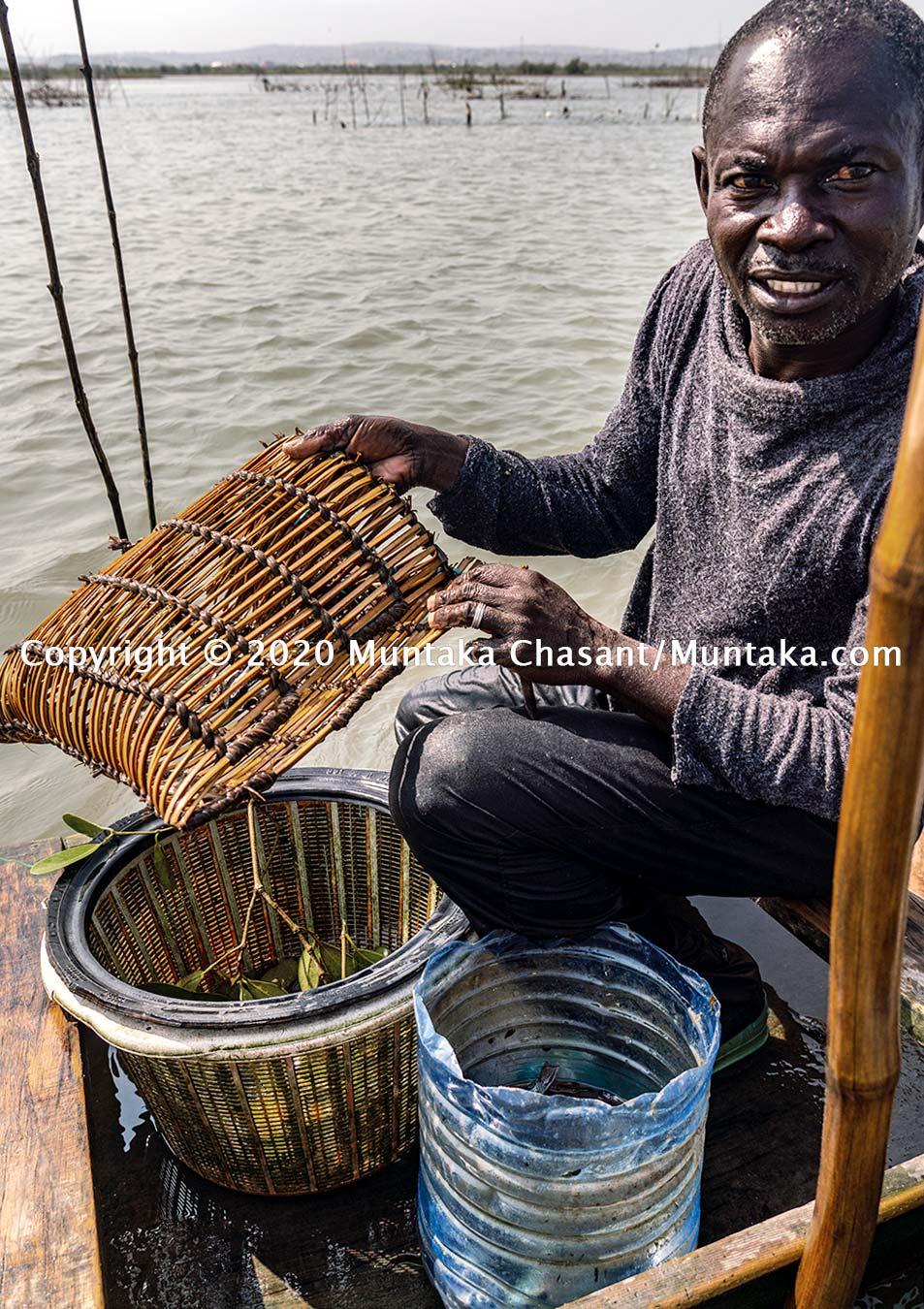 Blue crab fisherman in Ghana. Copyright © 2020 Muntaka Chasant
