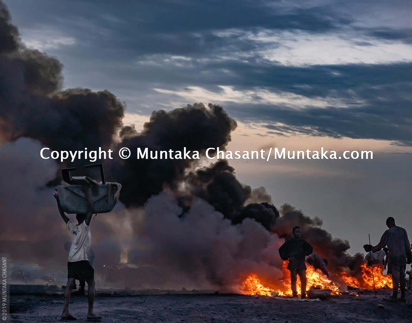 Burning Electrical Wires To Recover the Copper Inside at Agbogbloshie, Ghana. © 2019 Muntaka Chasant