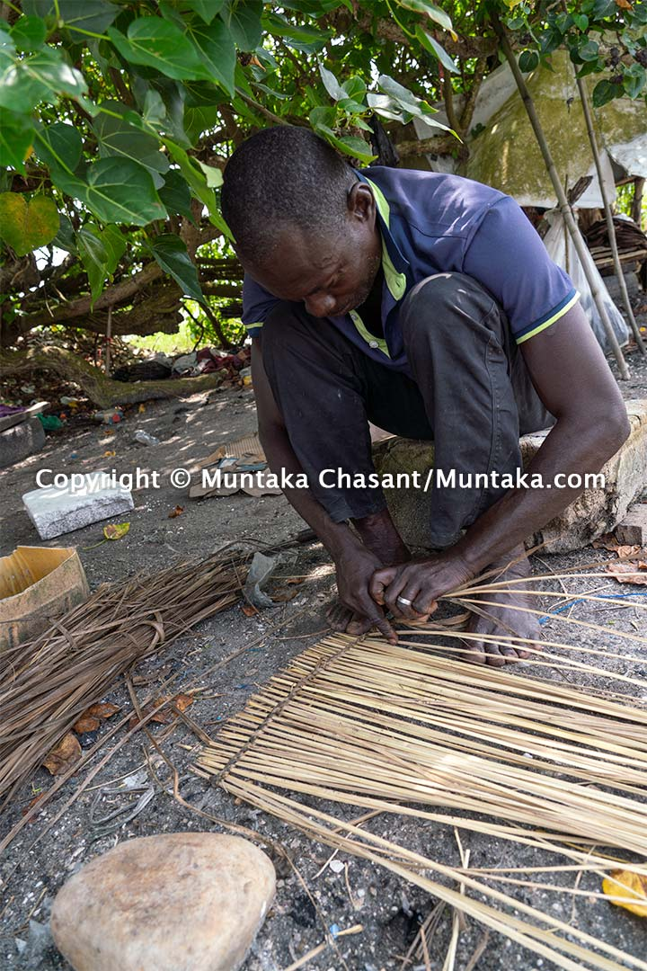 Fisherman handmaking traps in Ghana. Copyright © Muntaka Chasant