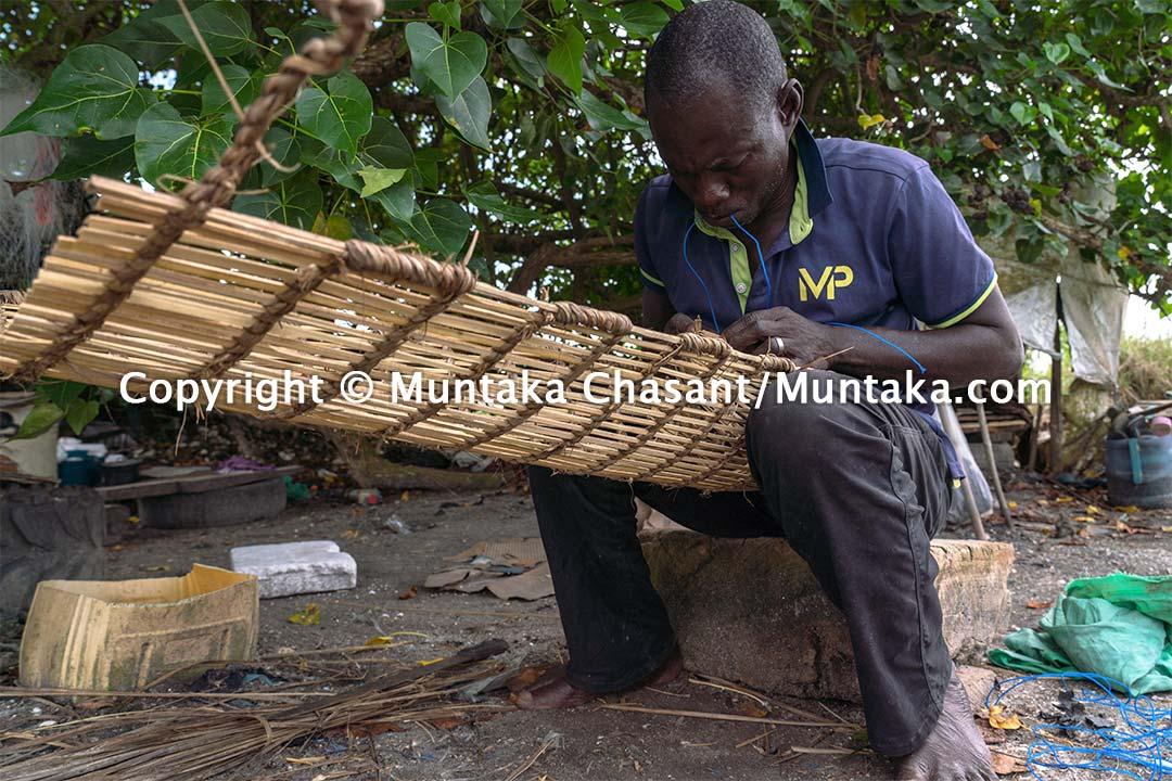 Artisanal fisherman handmaking crab traps in Ghana. Copyright © Muntaka Chasant