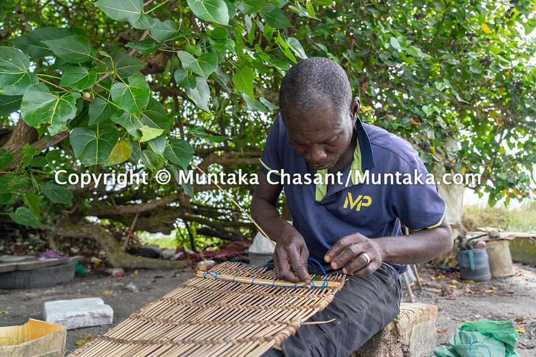 Ghanaian fisherman makes a blue crab trap. Copyright © Muntaka Chasant