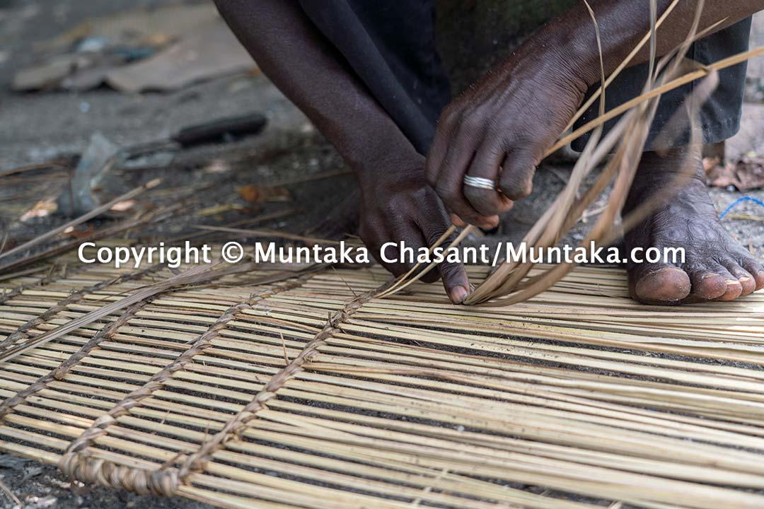 Densu Delta fisherman hand makes a blue crab trap. Accra, Ghana. Copyright © Muntaka Chasant