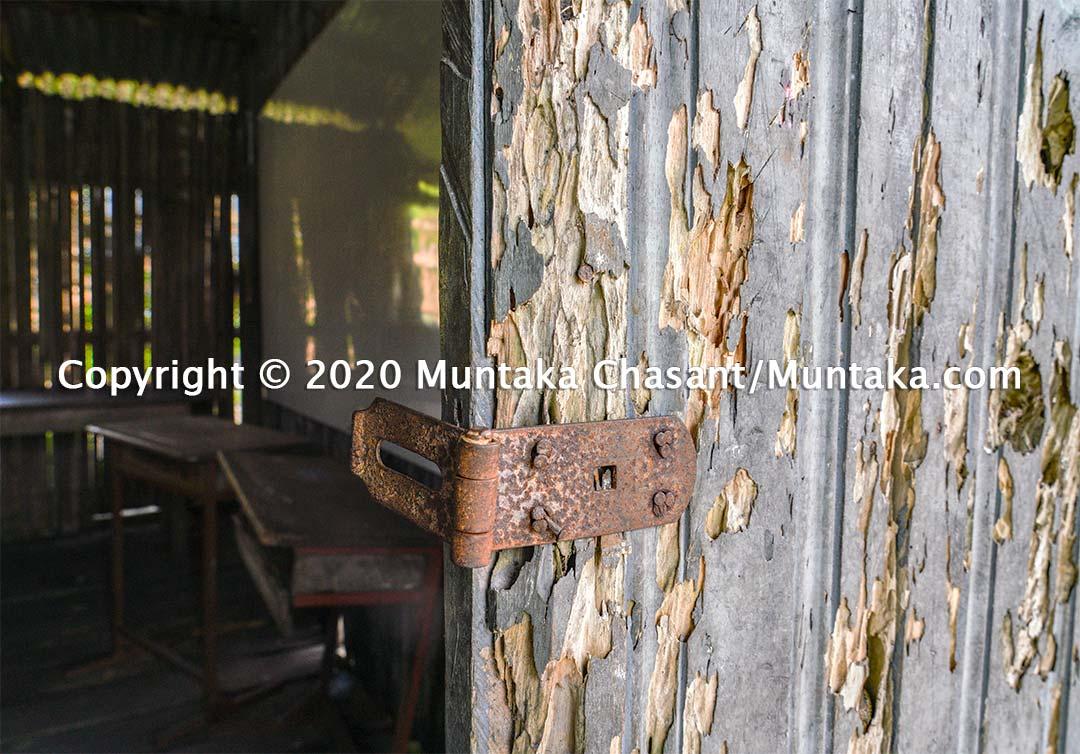 Nzulezo school. Copyright © 2020 Muntaka Chasant