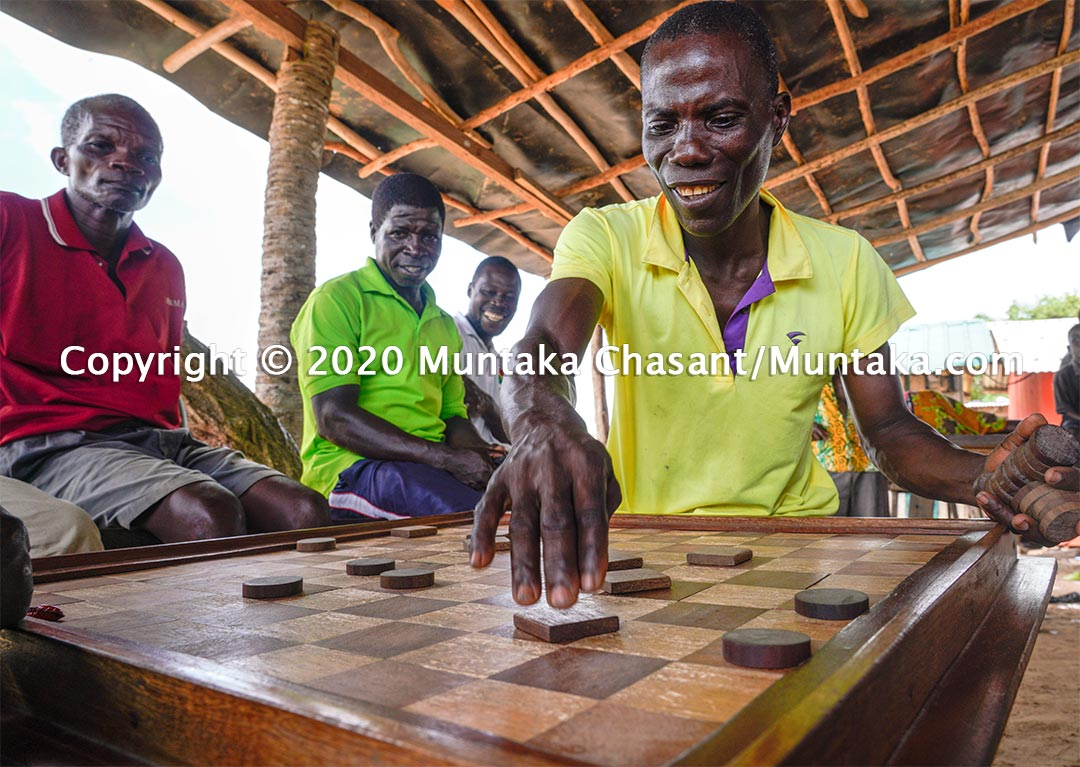 Men play checkers (draughts) at Akwidaa, a fishing village in the southernmost part of Ghana. Copyright © 2020 Muntaka Chasant