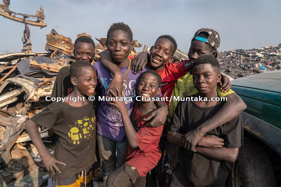 Child labour in Ghana: Photo of children engaged in hazardous child labour in Ghana. Adama's (top-left) parents came for him around February 2020. He returned on July 24, 2020. I bumped into him the same day. Copyright © 2020 Muntaka Chasant