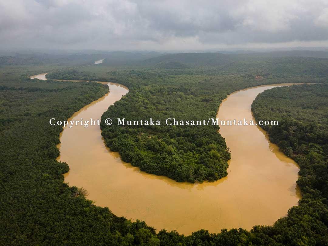 """Illegal gold mining """"Galamsey"""" pollutes River Ankobrah, Ghana. Copyright © 2021 Muntaka Chasant"""