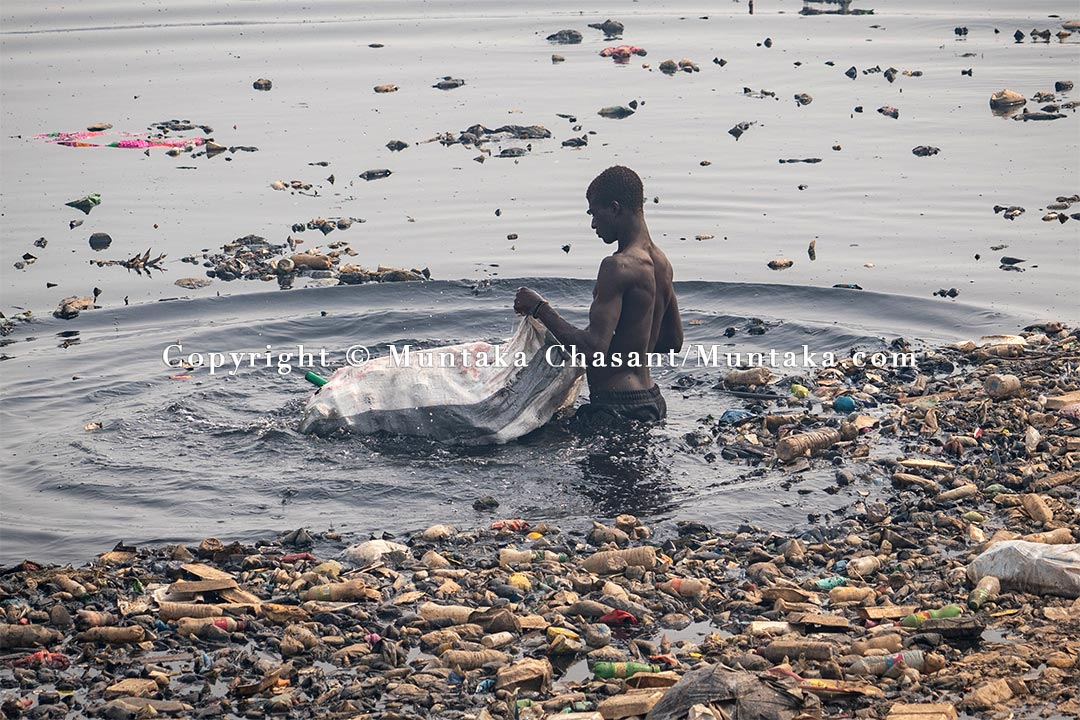 Urban poor man recovers recyclable materials from the Korle Lagoon. Copyright © 2021 Muntaka Chasant