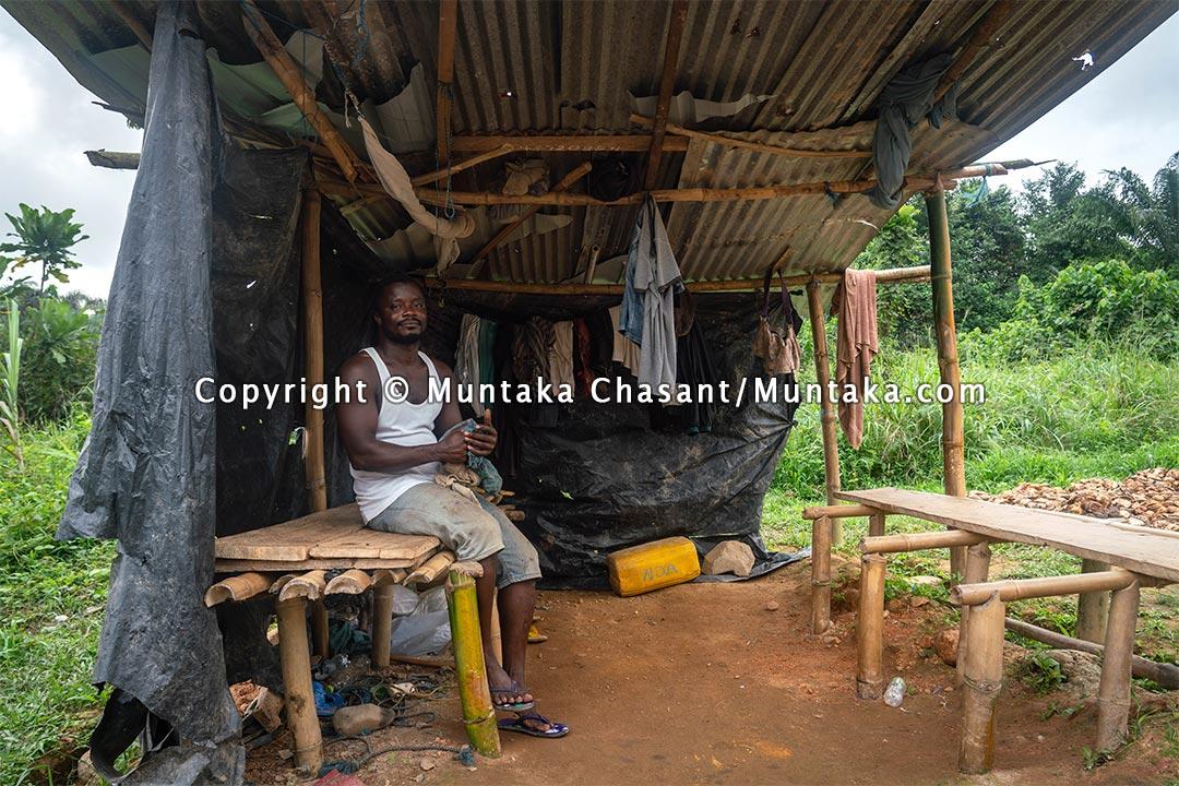 Natural rubber middleman at Dadwen, Western Ghana. Copyright © 2021 Muntaka Chasant