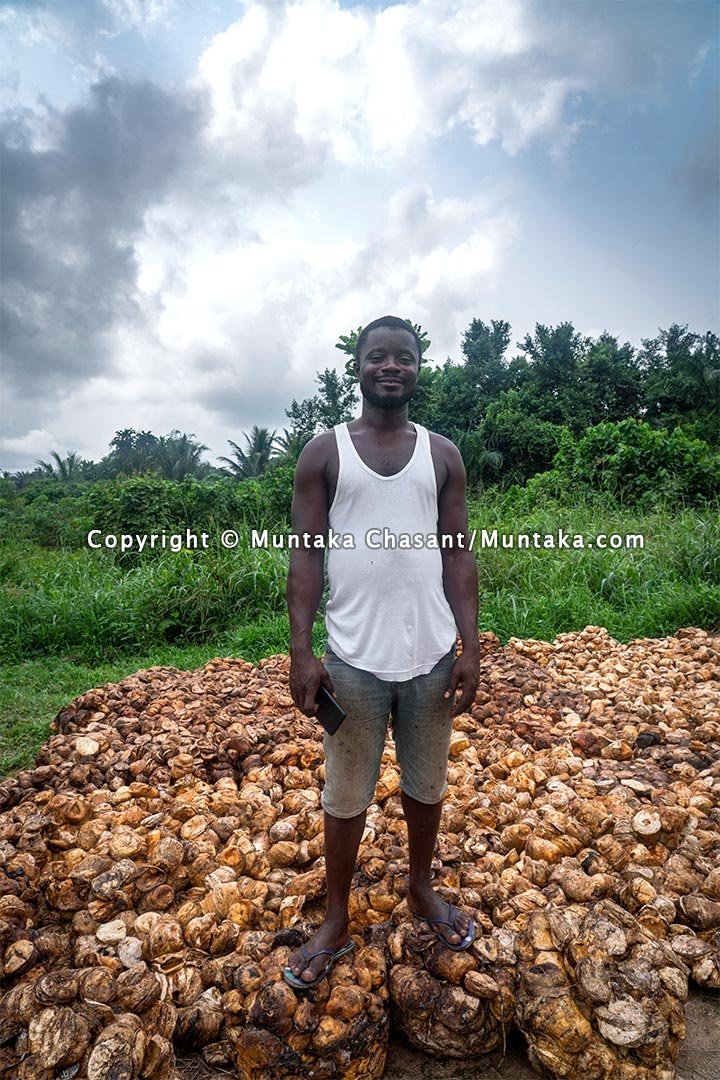 Natural rubber middleman. Dadwen, Ghana. Copyright © 2021 Muntaka Chasant