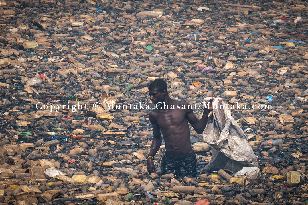 A 28 years old urban poor Ghanaian man recovers recyclable materials from the heavily polluted Korle Lagoon. Copyright © 2021 Muntaka Chasant