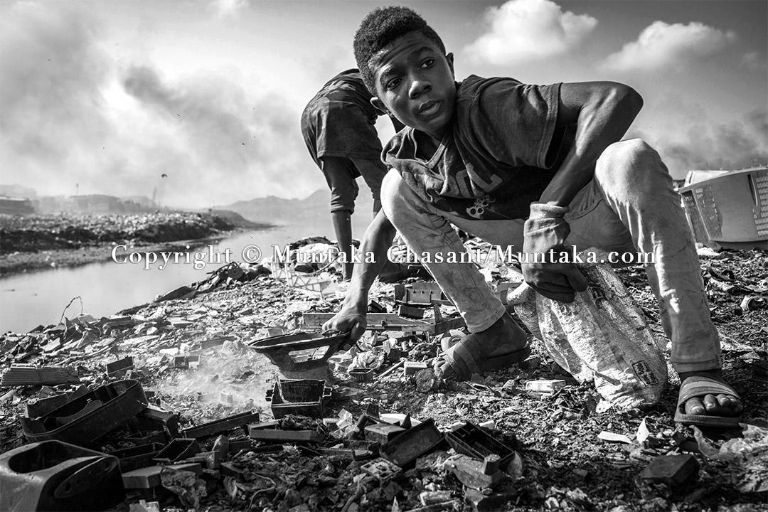 Hazardous child labour along the banks of the Korle Lagoon, Accra, Ghana. Copyright © Muntaka Chasant
