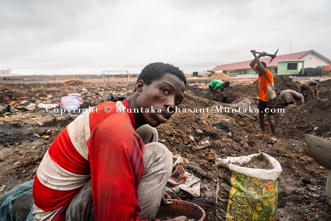 With nowhere to go, urban poor men go to the demolished Agbgobloshie scrapyard site every day 2.5 months after the demolition to search for metals buried under the surface. Copyright © Muntaka Chasant